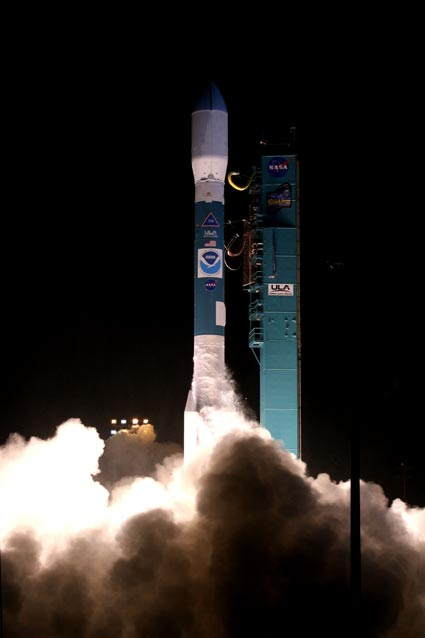 Launch of the Delta II rocket with the repaired satellite